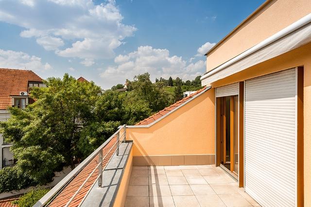 Affittasi appartamento cinquelocali 142mq con terazza di for Costruttori di appartamenti garage