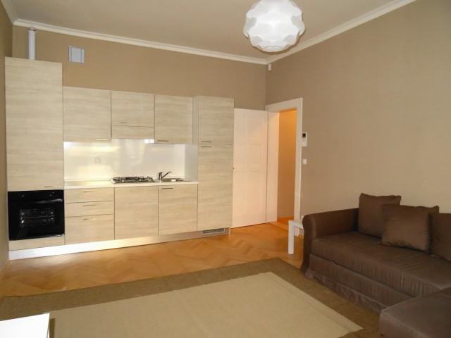 Affittasi appartamento arredato moderno bilocale 54 mq for Appartamento moderno